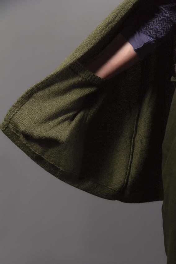 détail cape poncho ayam creation verte avec poche