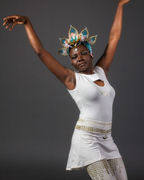 t-shirt blanc pour femme en fibre naturelle coton extensible blanc au symbole de la triple déesse lunaire