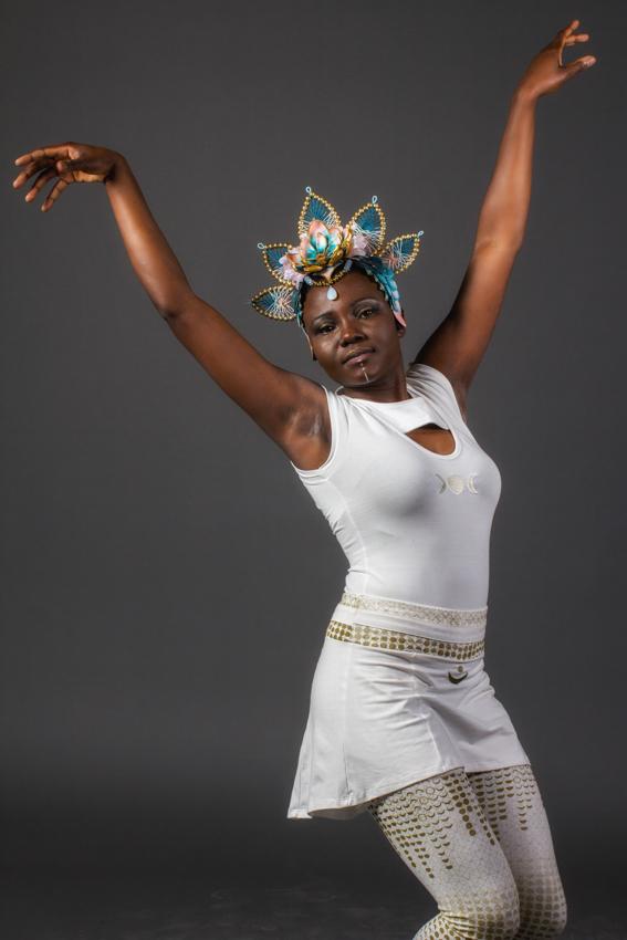 vêtement de festival vêtement blanc de cérémonie avec symbole lune vêtement phase de la lune mode éthique ayam creation