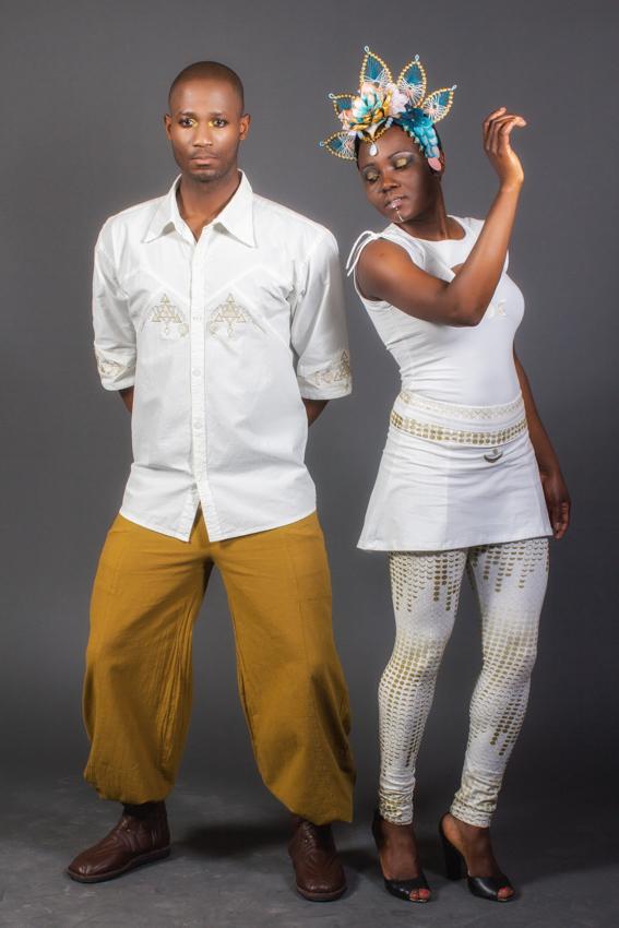 vêtement ocre vêtement blanc de cérémonie