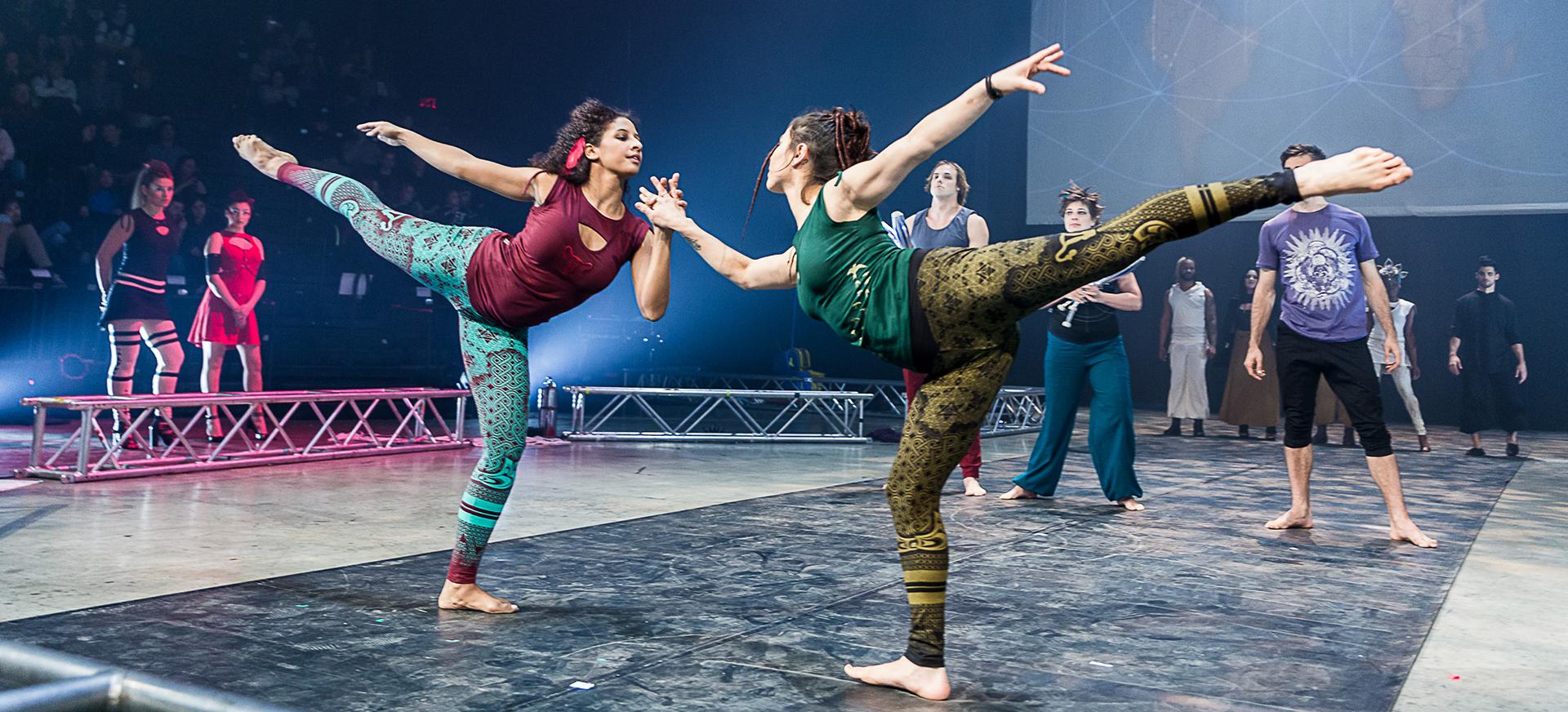 fashion show maitre du feu ayam creation vêtement yoga sortie danse cirque mouvement